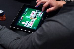 Poker Online tablet - Man Playing